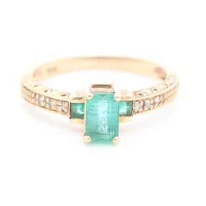 Vintage 10K yellow gold Emerald and Diamond ring